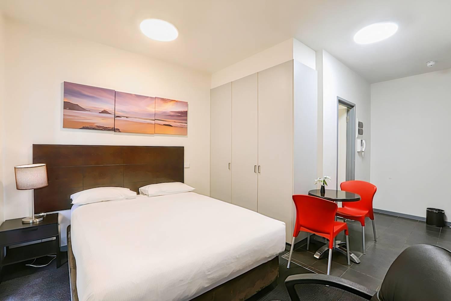 Alston Apartments Hotel