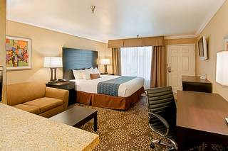 Hotel d'Lins Ontario Airport