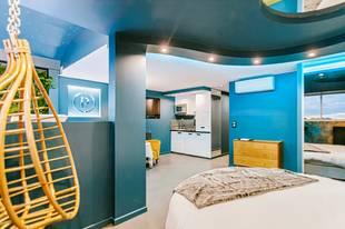 Parenthèse Concept Room