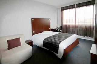 Adonis Lyon Est Artys Hotel