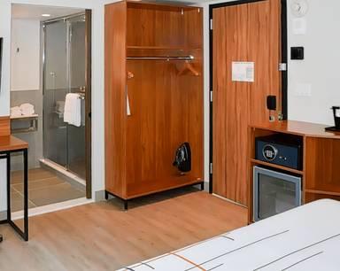La Quinta Inn & Suites by Wyndham Times Square South