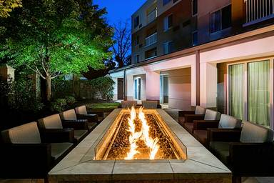 Courtyard by Marriott Edison Woodbridge