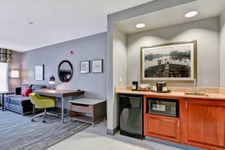 Hampton Inn & Suites Newark-Harrison