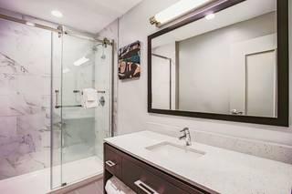 La Quinta Hotel & Suites by Wyndham Baltimore Downtown