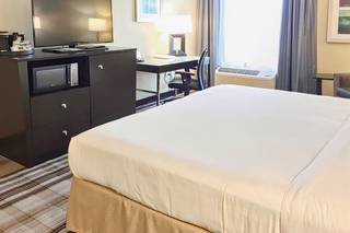 Holiday Inn Express Chicago NW
