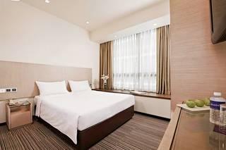 The Quay Hotel Lavender (SG Clean)
