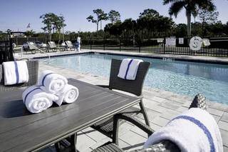 Holiday Inn Express & Suites - Fort Myers Airport
