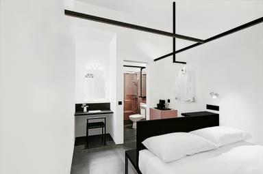 Hotel Mono (SG Clean)