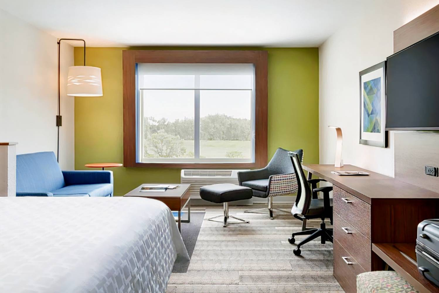 Holiday Inn Express & Suites Calgary Airport Trail NE