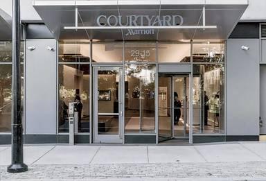 Courtyard Long Island City/New York Manhattan View