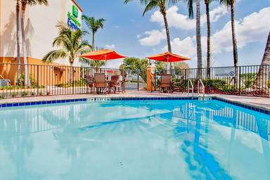 Holiday Inn Express & Suites Fort Lauderdale Airport